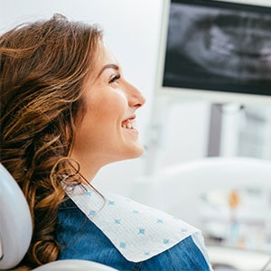 A woman reviewing her digital impressions with the dentist